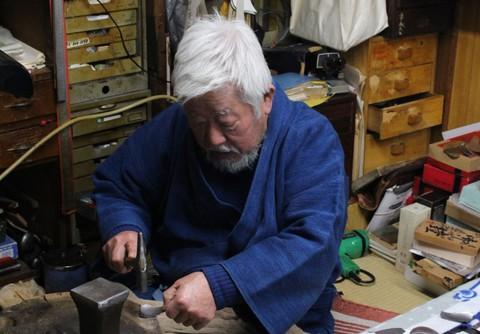 愛知県岡崎市で粟田口清信 兜 鎧 制作実演 いたします。場所は粟生人形特設展示会場です。
