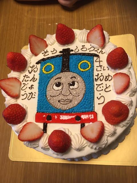 トーマスのケーキ♪ 息子の誕生日に♪ ケーキ職人も素敵ですね