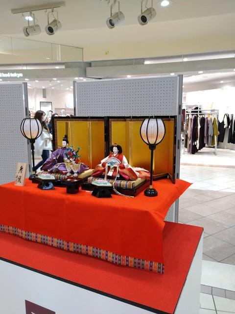 イオンモール岡崎に粟生人形の雛人形、期間限定展示1月09日~1月11日 イオンモール元西武百貨店方面に展示