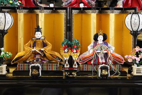 雛人形 令和 即位 着用と同じ文様の衣装 黄櫨染 桐竹鳳凰文様のおひな様、令和初の節句にどうぞ