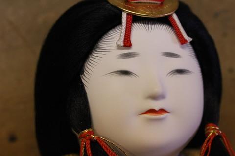 綺麗に甦りました。人形修理(お顔の傷)