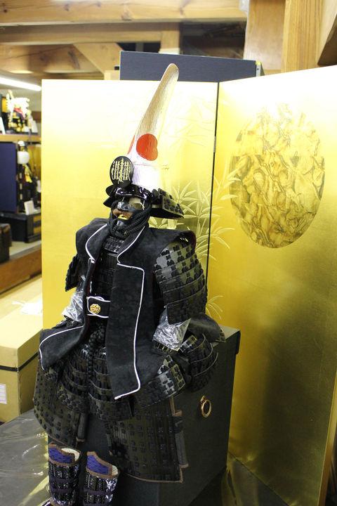加藤清正 兜・甲冑 ~飾り方その2~ 近年出来た鎧飾りの1例・その1と大きさが同じ鎧の小スペース飾り