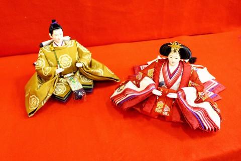 伝統の鴛鴦文様(柄),縁起の良い衣装の雛人形です