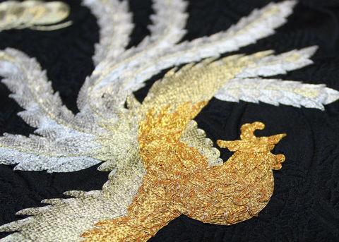 刺繍職人さんからの生地完成 格調高い図柄「鳳凰」