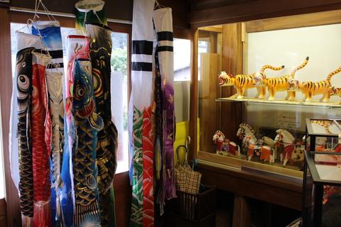 粟生人形の鯉のぼり ~出会いの節句飾りあります~