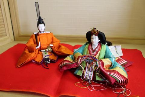 令和即位にも登場 有職雛人形 粟生人形制作です コンパクト飾りにも提案します。