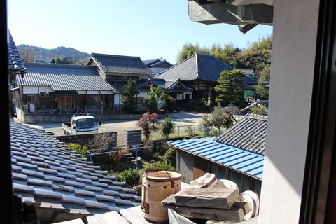 称名寺(しょうみょうじ)ノスタルジックな景色。藤川宿の雛人形工房から見える景色です。2