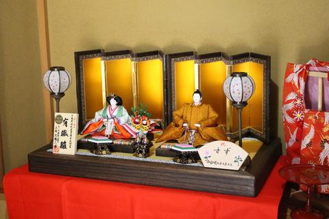 大橋弌峰作・職人仲間のおひな様を配達・飾りました。令和の即位を参考にした最新のお雛様です