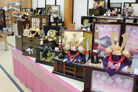 コンパクト飾り 収納飾り コーナー設置 5月人形フェア開催中と粟生人形特設会場店内