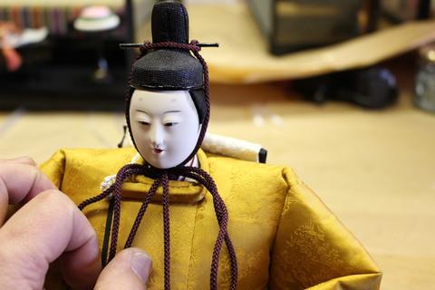 30年前の雛人形にケースを誂え取り付けする依頼!殿様に小道具を誂えます。
