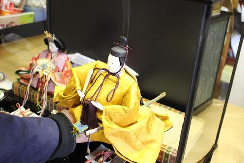 30年前の雛人形にケースを誂え取り付けする依頼!ケース人形飾りに生まれ変わりました。