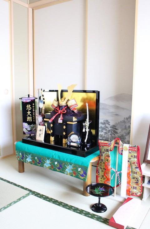 兜飾り を岡崎市のお客様宅に、素敵に飾れました。