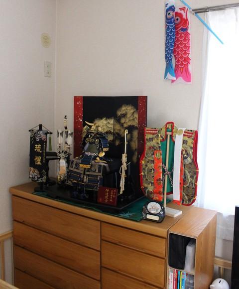 武将鎧飾り を岡崎市のお客様宅に、素敵に飾れました。※伊達政宗公の鎧を節句用に華やかにした鎧飾りです。