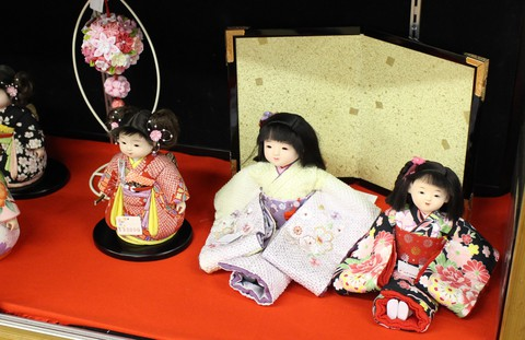 かわいい市松人形 木目込みの市松さん 抱っこ出来る市松人形の紹介