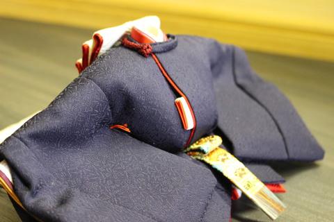 天然素材 日本の絹糸で織り上げた反物を使用して 雛人形を制作しました。