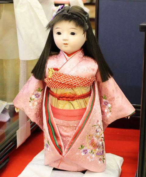 節句のお祝いに、贈り物01 ~かわいい市松人形~
