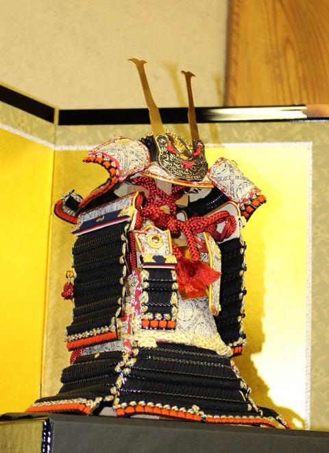 節句のお祝いに、こころのこもった贈り物 ~鎧飾り~ 奉納鎧タイプ