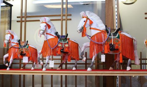 5月節句の出世馬飾り ~出し飾り~ ケース無しの飾りになります。ケース入りより収納が小さくなります。