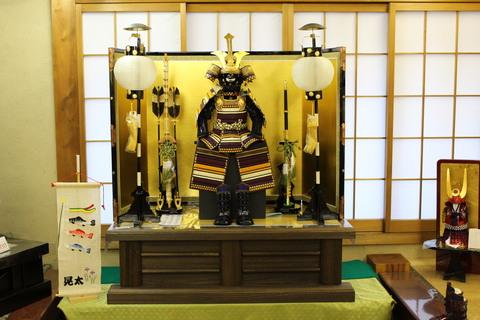 飾り方 ~その1~ 本式の伝統的な鎧飾りの1例・陣屋提灯には家紋入ります
