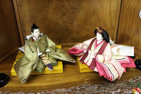 帯雛 西陣織 松尽くし。 新店舗で、お雛様・羽子板・破魔矢飾り 展示販売中
