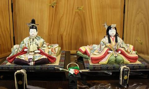 木目込み雛人形 ~無垢飾り台の落ち着いたお雛かざり~